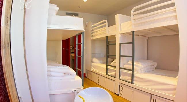 generator-hostel-barcelone02