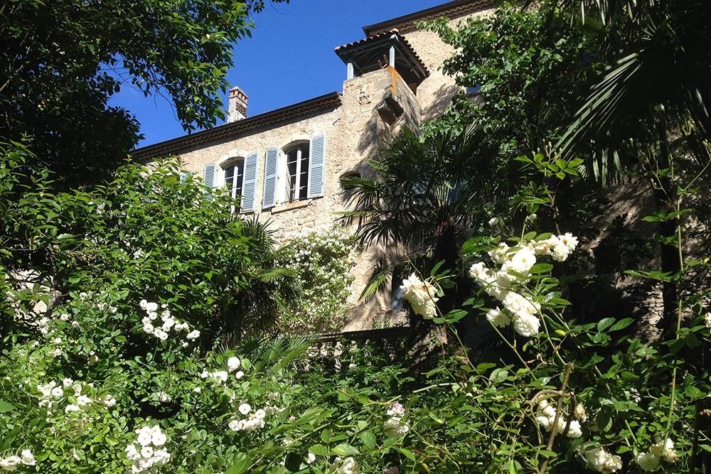chateau-d-uzer-12-facade-moyen-age-nature-palmier-palmeraie-paradis1